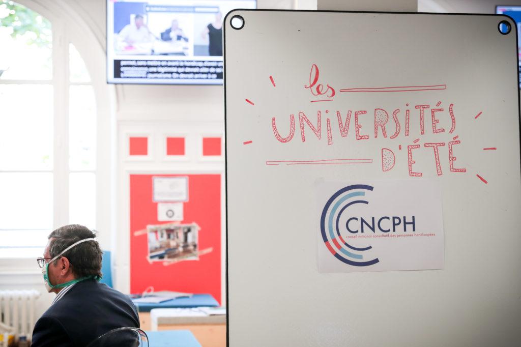 Tableau blanc d'accueil aux universités d'été 2020 avec le logo du CNCPH
